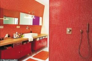 rouge tendance dans la salle de bain - vincent gremillet