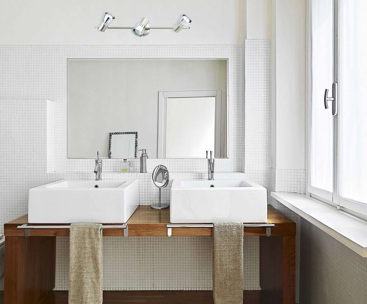 lustres et appliques pour votre salle de bains douche italienne. Black Bedroom Furniture Sets. Home Design Ideas